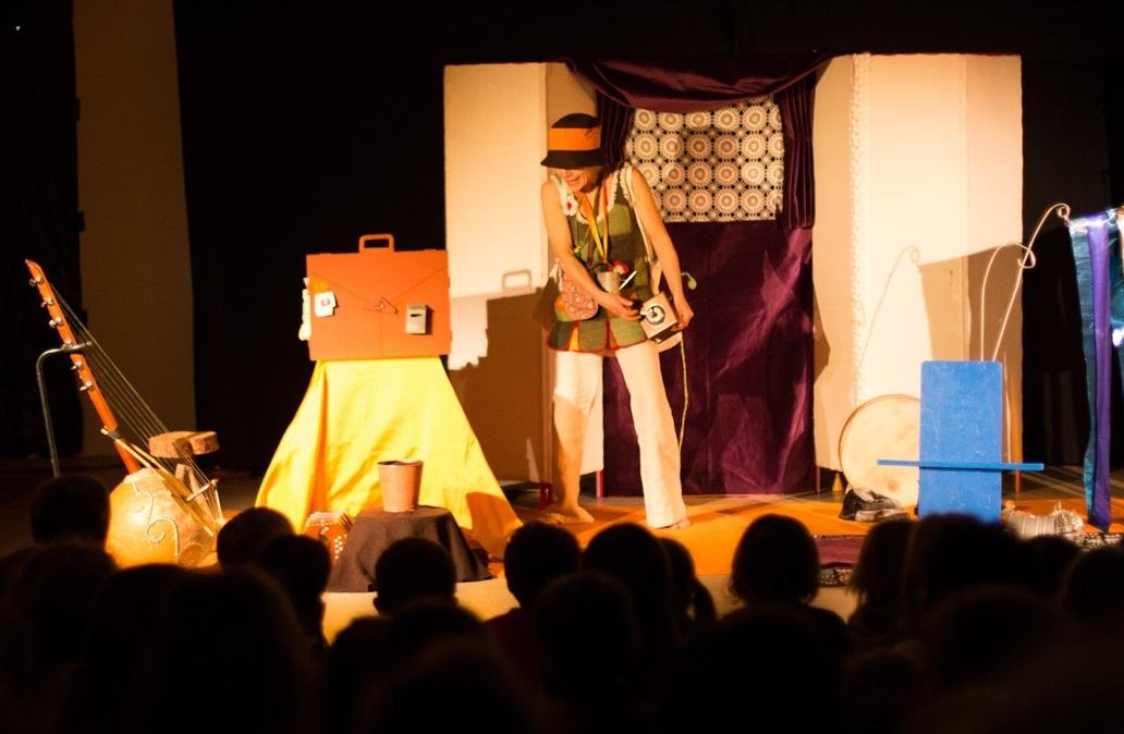 Compagnie Toutouic spectacle pour enfants décor graines de jour